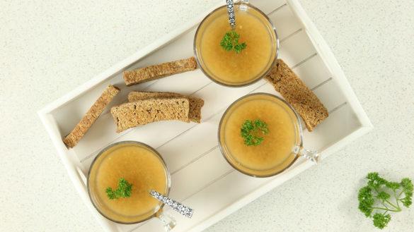 Soupe et bouillon de légumes crus
